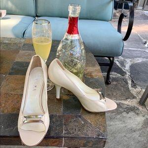 Enicma Cream Leather Peep Toe Heels New 5.5